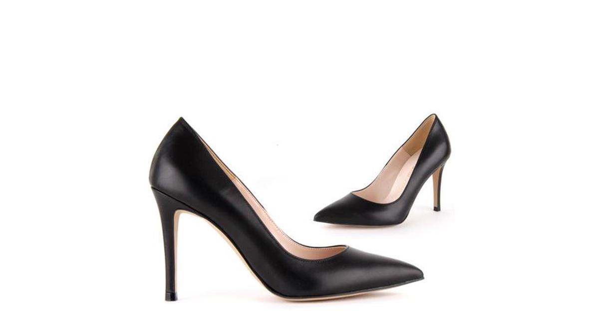 5a85fd3c4044  BRAMARE - black leather