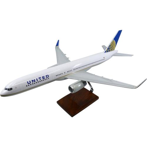Boeing 757-200 United Airlines (Current Livery) Large Mahogany Model