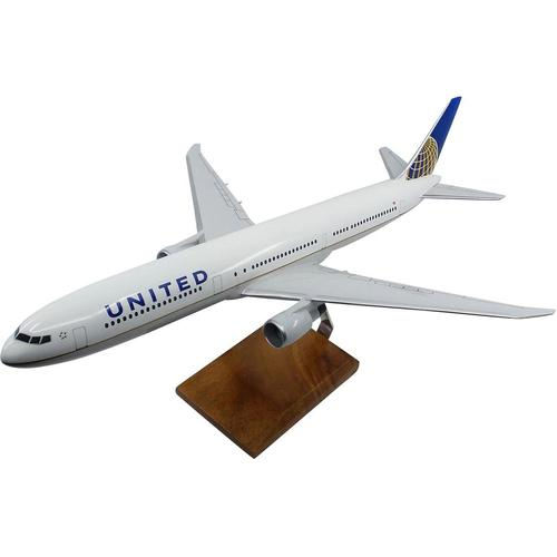 Boeing 767-400 United Airlines (Current Livery) Large Mahogany Model