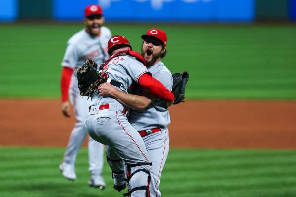 Reds' Riley throws 4th no-hitter of MLB season