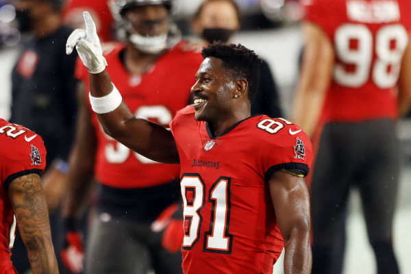 Buccaneers officially re-sign Brown to 1-year deal