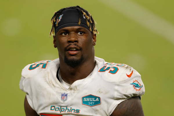 Dolphins sign LB Baker to 3-year, $39M extension