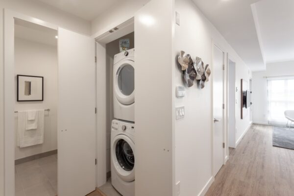 washer and dryer in Lloyd rental apartment