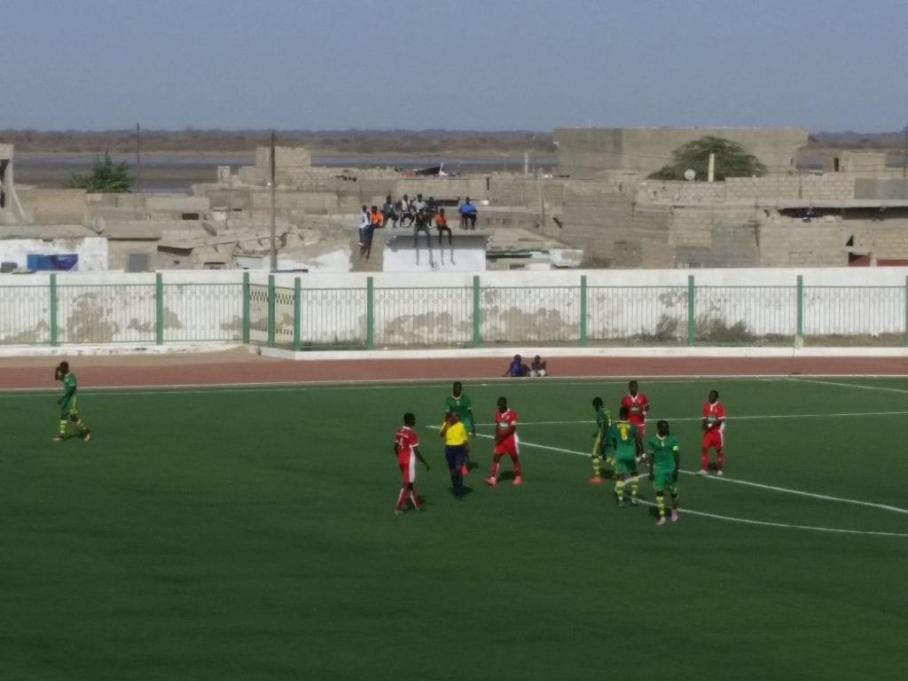 Le match est gratuit sur le toit/The match is free on the roof