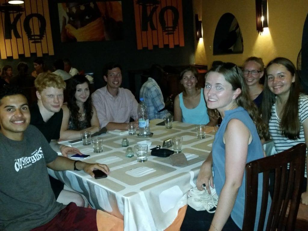 Chez La Kora pour le dernier repas d'Emily/At La Kora for Emily's last meal