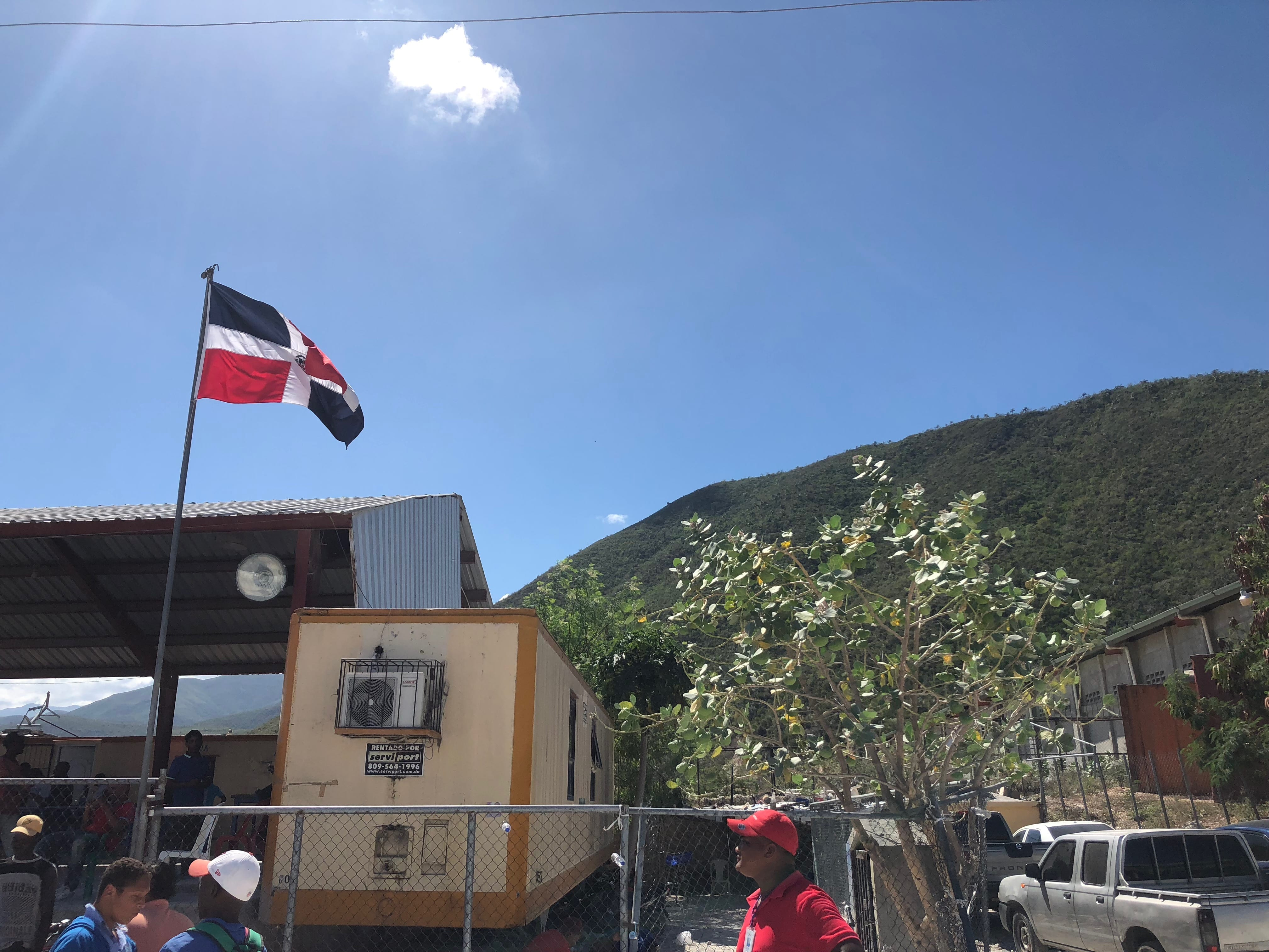 The DR flag at the border
