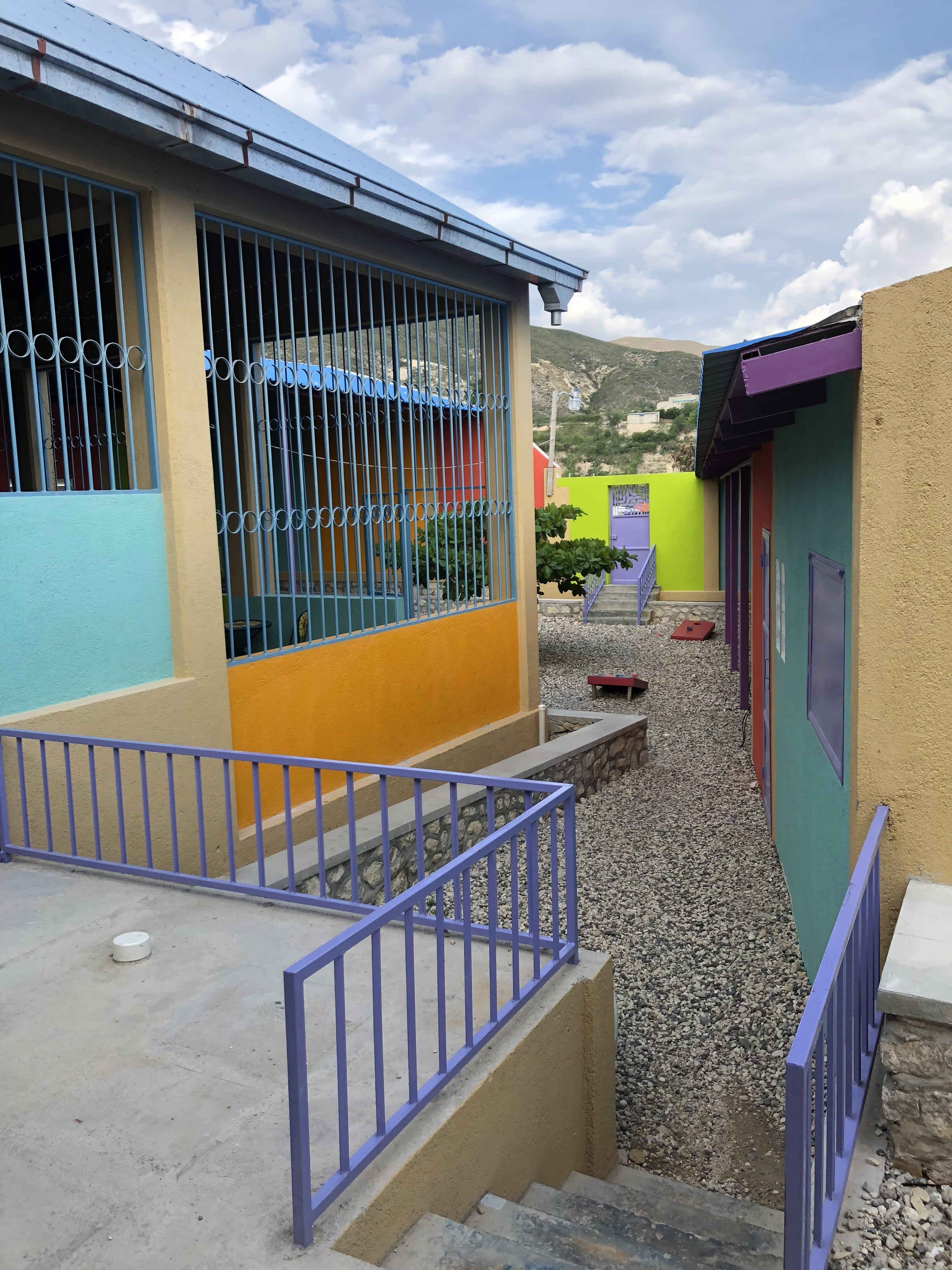 Fleri's colorful entrance