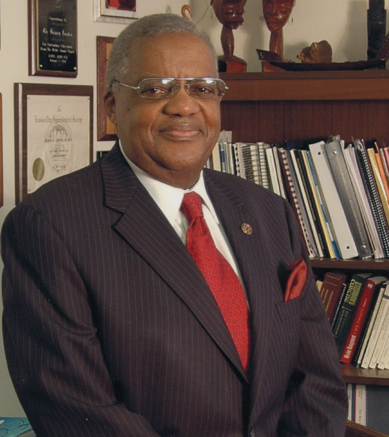 A profile photo of Henry Foster