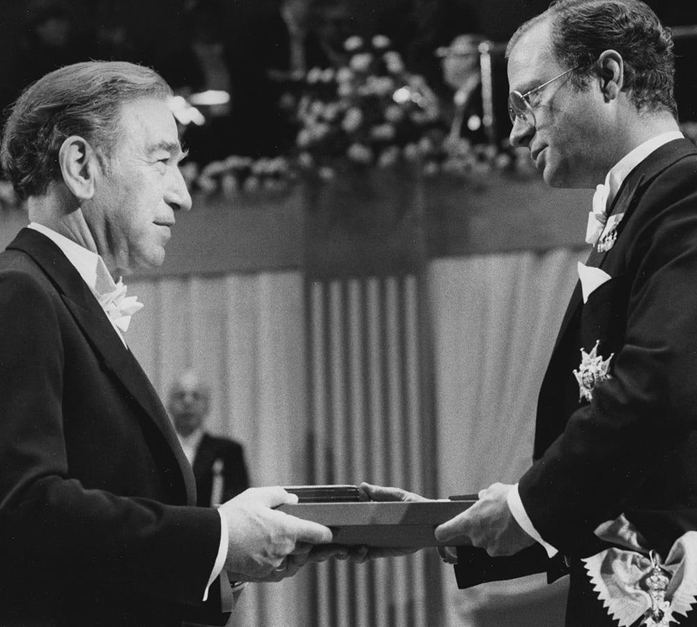 Stanley Cohen receiving a Nobel Prize