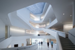 The new Visual Arts Building at the University of Iowa is designed to open up access and views to all art-making activities, and serves as a pathway through which the campus circulates. Credit Iwan Baan