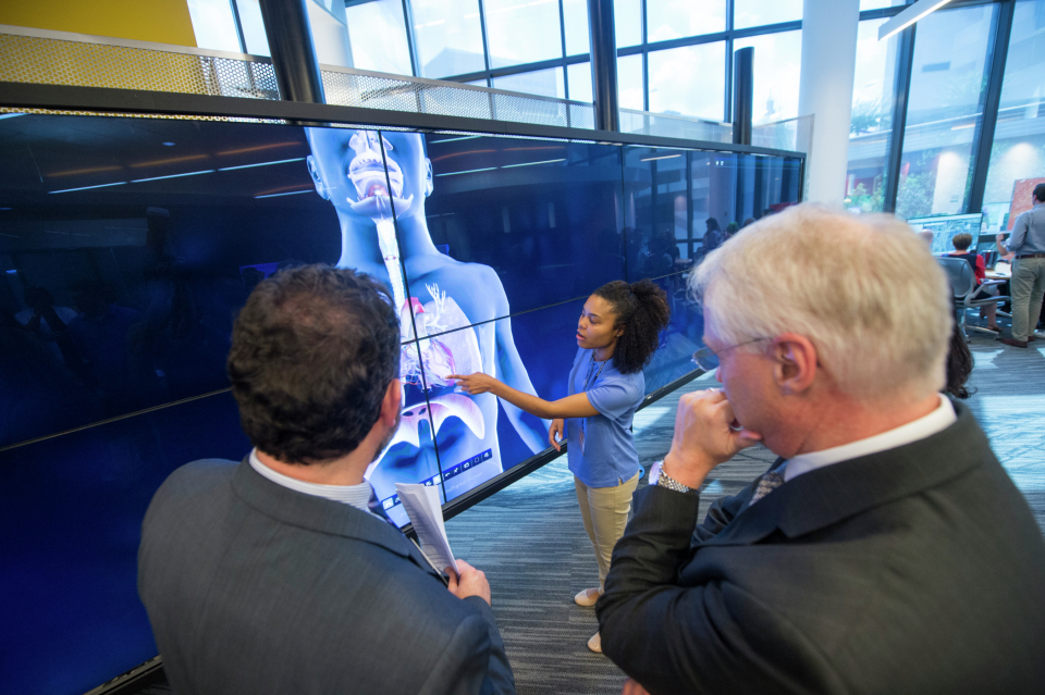 LaShondra Arnold, biology graduate student shows BioDigitalHuman