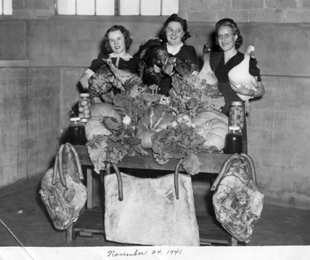 Vendors in 1941. From the files of the Sweet Auburn Curb Market, Pamela Joiner, Manager.