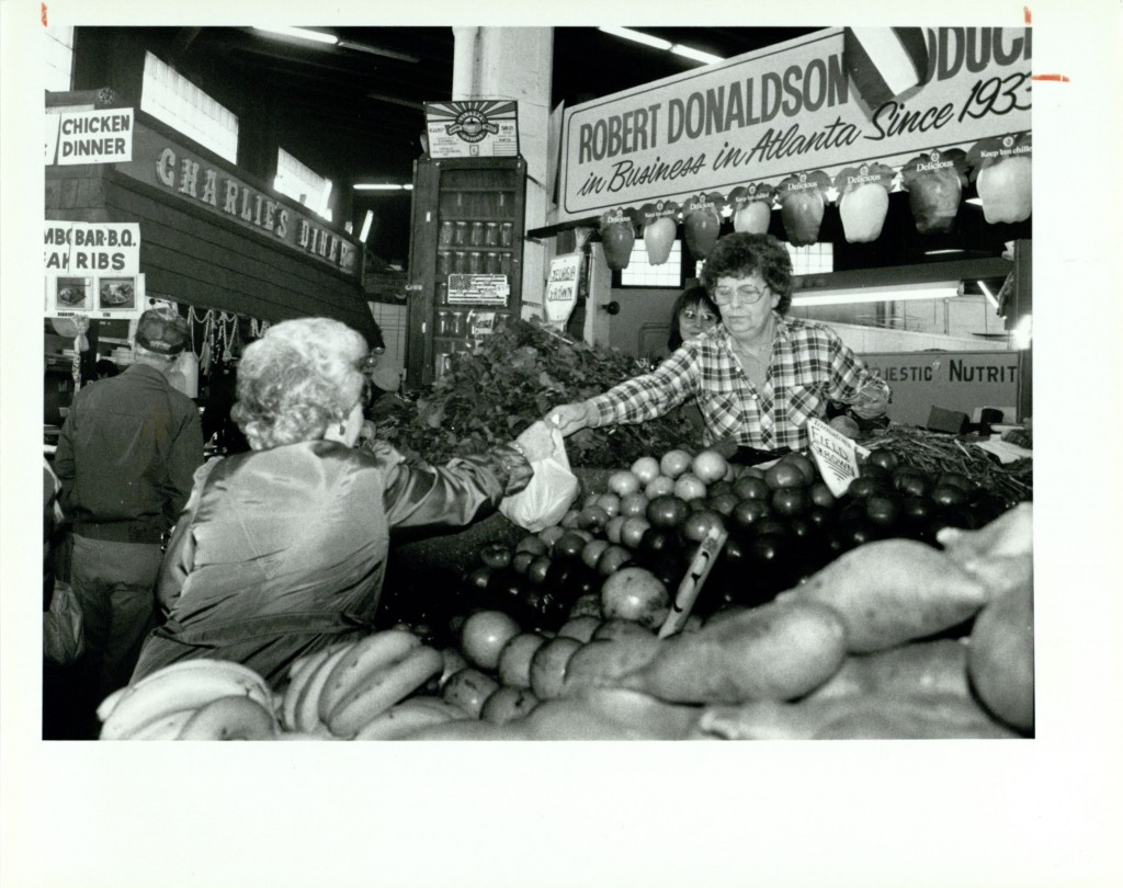 Robert Donaldson's Produce Stand, April 4, 1991, AJCP 144-011j Atlanta Journal Constitution Photographic Archive, Special Collections and Archives, Georgia State University Library.