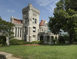 Photo of Rhodes Hall from the intersection of Peachtree Street and South Rhodes Center