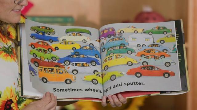 Screencap taken from W the Letter Toddler Storytime Online - Episode 27
