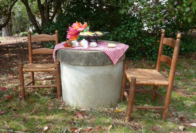 Picnic on a concrete well cover