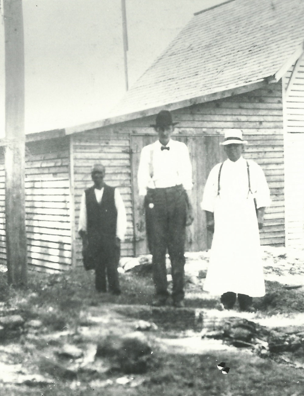 Historic image of tenant farmers and farm manager at Oak View