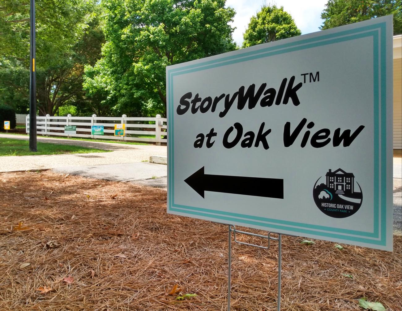 Directional sign for Oak View StoryWalk