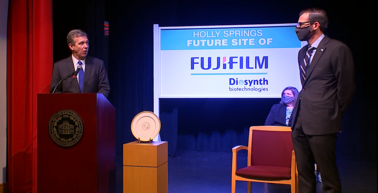 Governor Roy Cooper addresses Martin Meeson of FUJIFILM Diosynth Biotechnologies